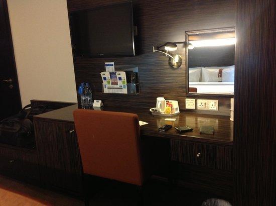 Holiday Inn Express Dubai Jumeirah: Flat Screen TVs with complimentary tea & coffee & electric kettle