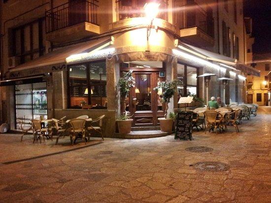 Pizzería Obris: Imagen de la entrada del local
