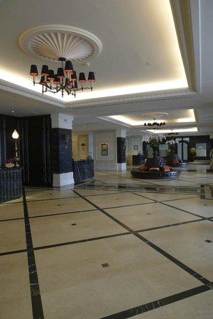 Eastern & Oriental Hotel: hotel lobby