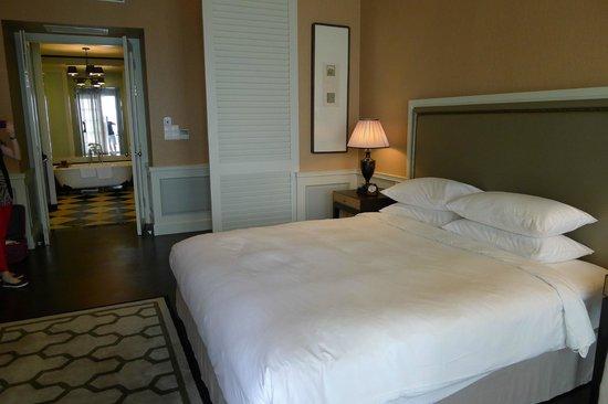 Eastern & Oriental Hotel: 55 Sq Meter room