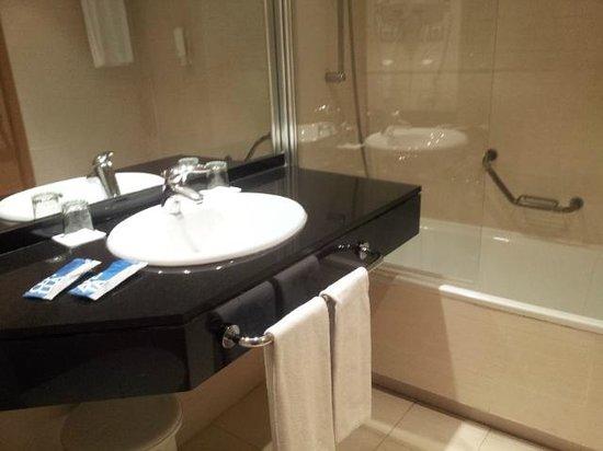 Tryp Valencia Almussafes Hotel: Baño