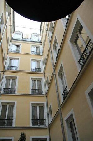 Hotel Atmospheres: 2inci kat avlu