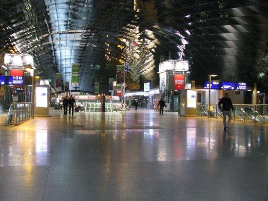 hilton garden inn frankfurt airport long distance train station - Hilton Garden Inn Frankfurt Airport