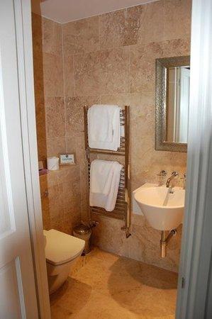 Dorian House: Bathroom