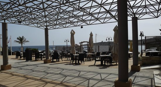 Sunny Coast Resort & Spa: Outdoor Dining area.