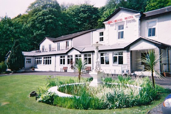 Kingswood Hotel: Hotel & Fountain