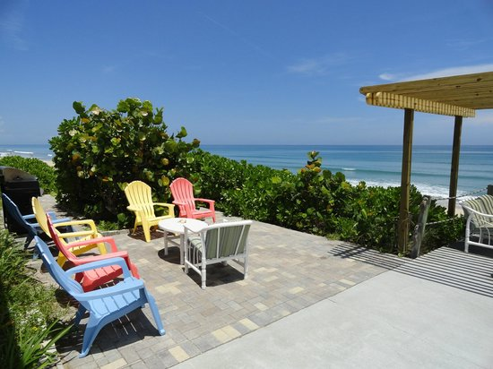 Sea View Inn Motel: A great place to relax and watch the waves
