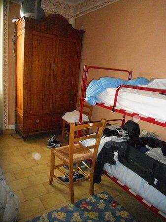 Cascina dei Peri: La camera e il letto a castello
