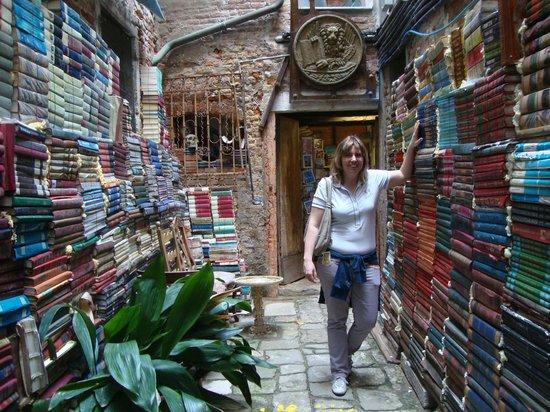 Libreria Acqua Alta: Cortile interno