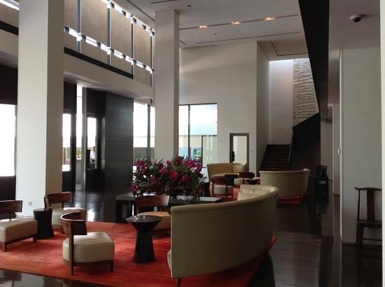 COMO Metropolitan Bangkok : contemporary with splashes of appropriate color