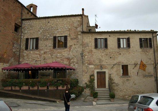 La Locanda di San Francesco: Front of this amazing hotel/B&B