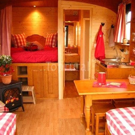 Hotel Gites Chambre d'Hotes Roulottes St Pol sur Ternoise : getlstd_property_photo
