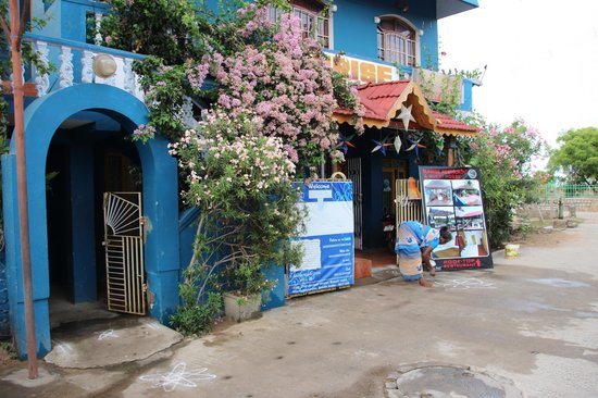 SUNRISE RESTAURANT & GUEST HOUSE: The entrance
