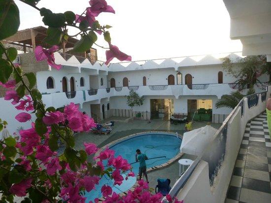 Dahab Plaza Hotel: Il cortile interno e la piscina