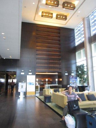 Centro Yas Island Abu Dhabi by Rotana: hotel's lobby/reception area