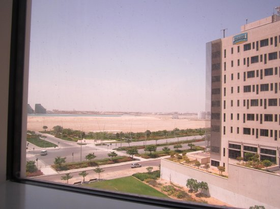 Centro Yas Island Abu Dhabi by Rotana: nearby beach, view from our room Rm 480
