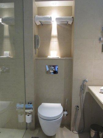 Centro Yas Island Abu Dhabi by Rotana : bathroom - very clean