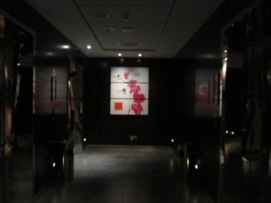 Centro Yas Island Abu Dhabi by Rotana: lift area