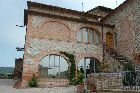 Borgo Piaggiarella: L'ingresso