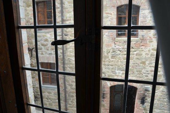 Castello di Petroia: Vista dal salotto della suite