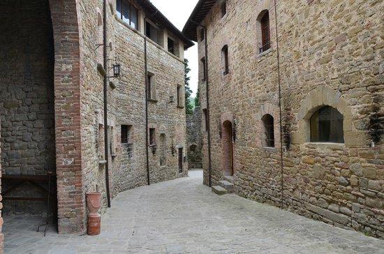 Castello di Petroia: Dentro il Castello