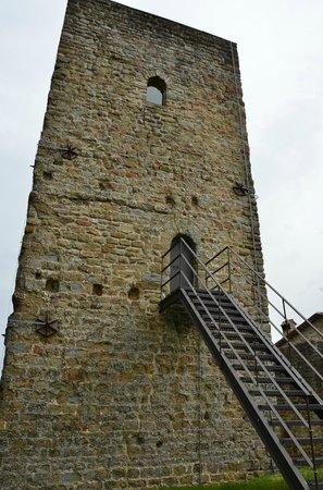 Castello di Petroia: la torre d'osservazione del 1000 DC (è anche una camera!)