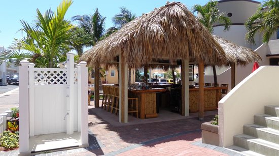 Caribbean Resort by the Ocean: Tiki Bar in the Courtyard