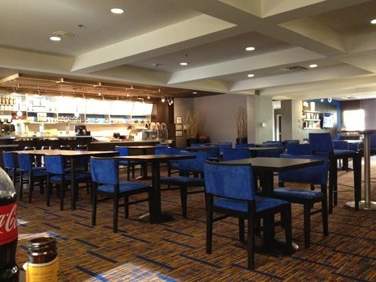 Courtyard by Marriott Dallas Addison Quorum Drive: Hotel Lobby/Bistro