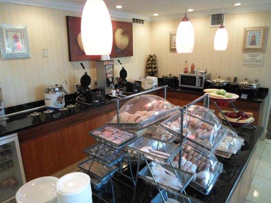 Red Lion Inn & Suites Dayton: Nice Breakfast Spread