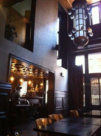 The Glorious Inn: Bar and restaurant