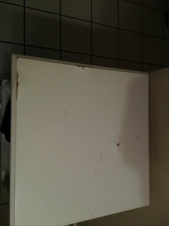Henderson Park Inn: Vanity table in bathroom, swelling and splitting