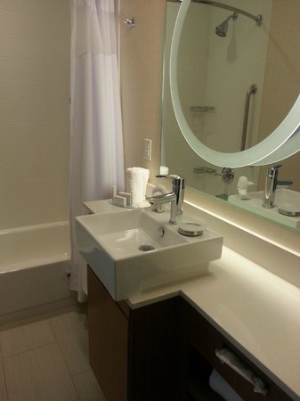 SpringHill Suites Philadelphia Langhorne : I love the modern bathrooms!!