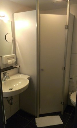 bathroom - Picture of BurgStadt Hotel, Kastellaun - TripAdvisor