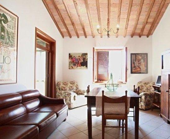 L'Albergaccio : one living room