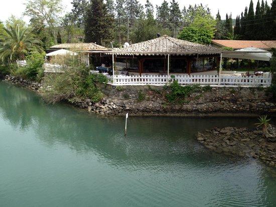 Ansedonia, Italia: il ristorante visto dal ponticello