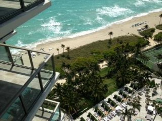 The St. Regis Bal Harbour Resort: View of beach