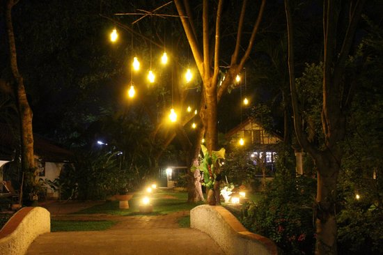 Secret Garden Chiang Mai : Walkway to restaurant
