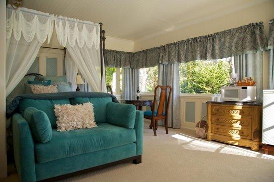 Monarch Cove Inn: Ocean View Room