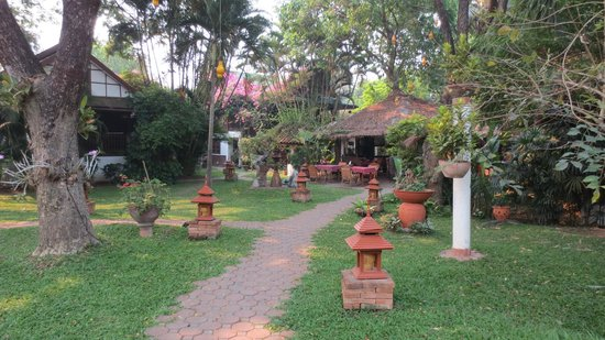 Secret Garden Chiang Mai : Walkway to dining area