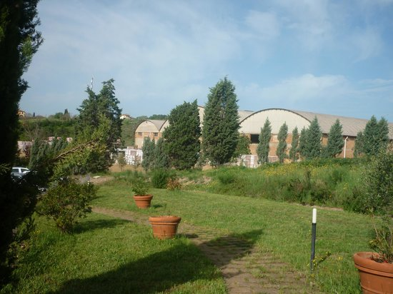Agriturismo La Collina: Ditta a fianco