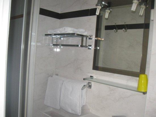 Hotel Marclau: salle de bain