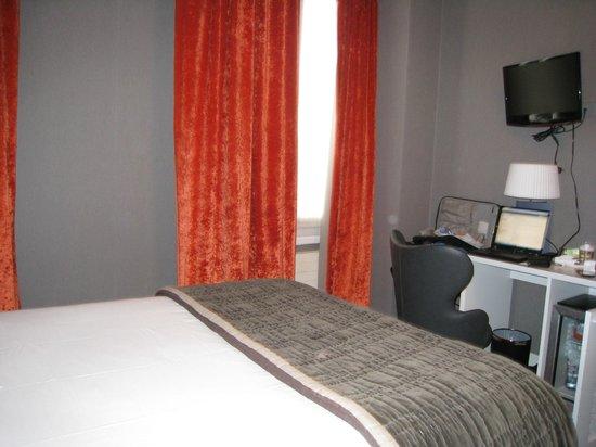 Emeraude Hotel Plaza Etoile : Bed