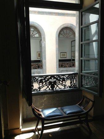 Restaurante La Capilla: Lobby & corridor courtyard view