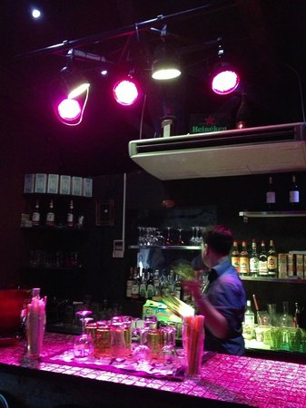 A New Yorker in Paris : The bar counter