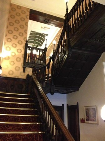 Mercure York Fairfield Manor Hotel: Georgian Staircase with some amazing craving