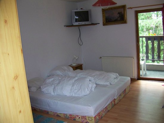 Zur Schmiede: A typical room in the bed and breakfast.