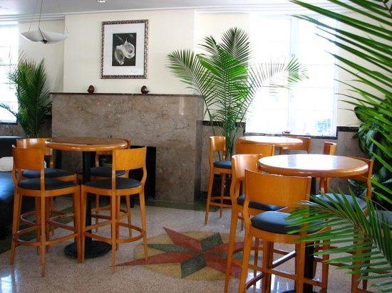 La Flora: lobby area