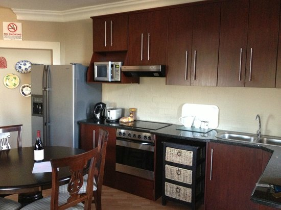 Smart Stay Luxury Self-catering Apartments : spacious kitchen