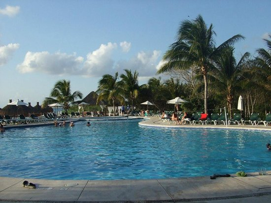 Occidental Cozumel: Activity pool by the beach