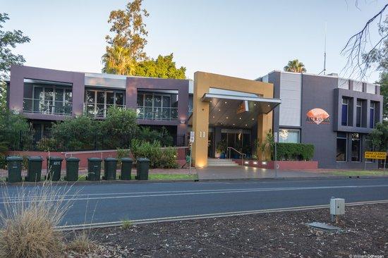 Aurora Alice Springs: modern facade